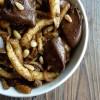 Spatzles aux foies de volaille, vinaigre balsamique et pignons