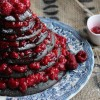 Gâteau de crêpes au sésame noir et framboises en pièce montée {Battle Food #15}