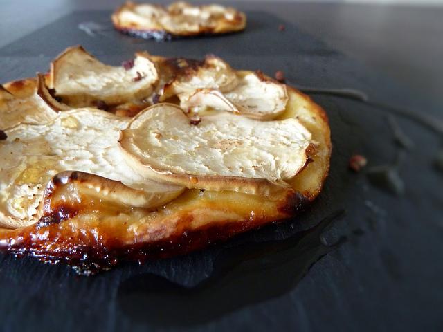 Tarte fine à l\u0027aubergine blanche, chèvre, miel et noisette , aime \u0026 mange