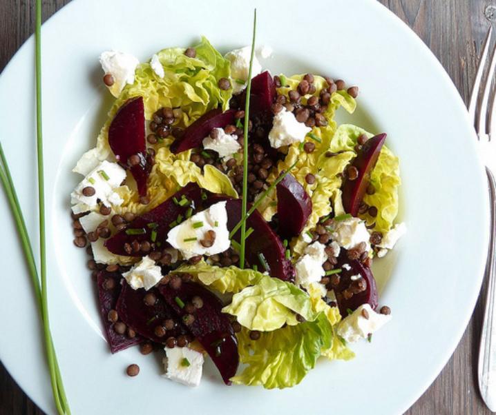 Salade de betterave, sucrine, lentilles et feta