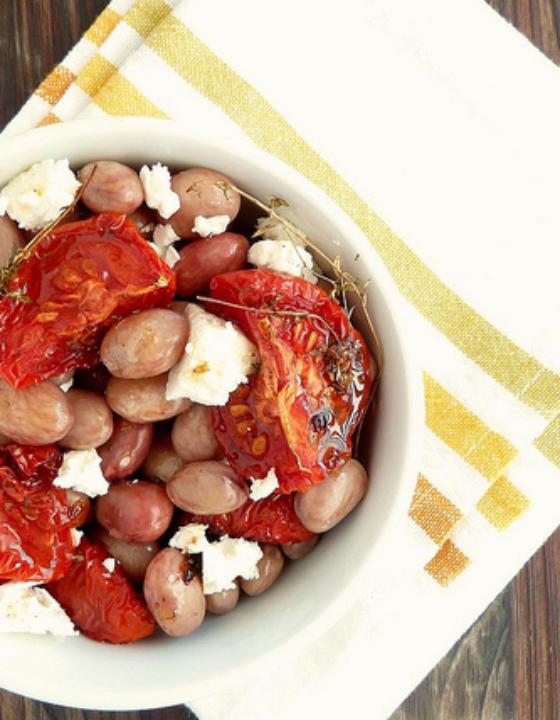 Salade de haricots borlotti, tomates confites et feta grillée