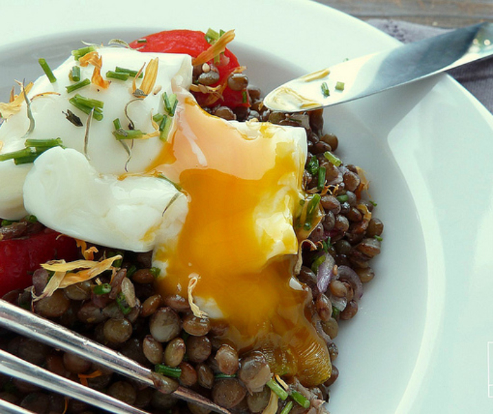 Salade de lentilles vertes du Puy et oeuf mollet