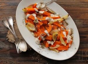 Courge butternut et oignons rôtis au sumac et sauce tahiné