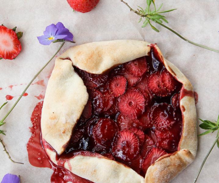 Tarte rustique aux fraises {sans lait}