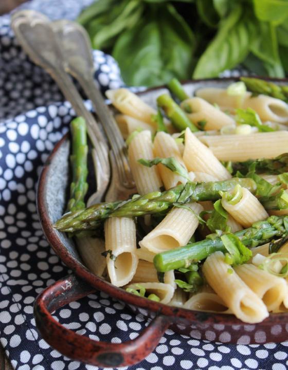 Pâtes aux asperges et basilic {vegan}