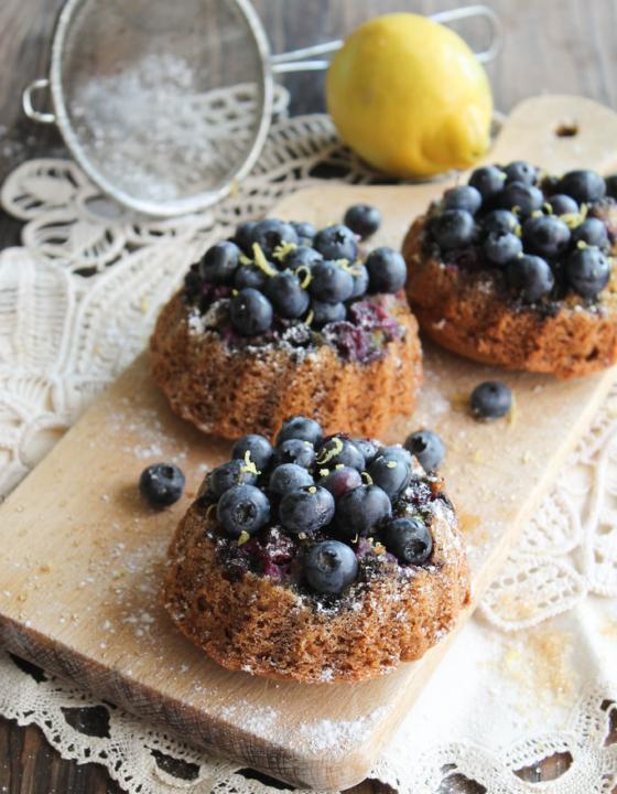 Bundt cake renversé aux myrtilles {vegan, sans gluten}