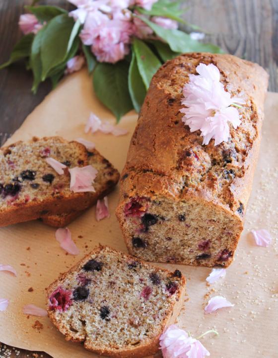 Cake aux fruits rouges et amandes {sans lait}