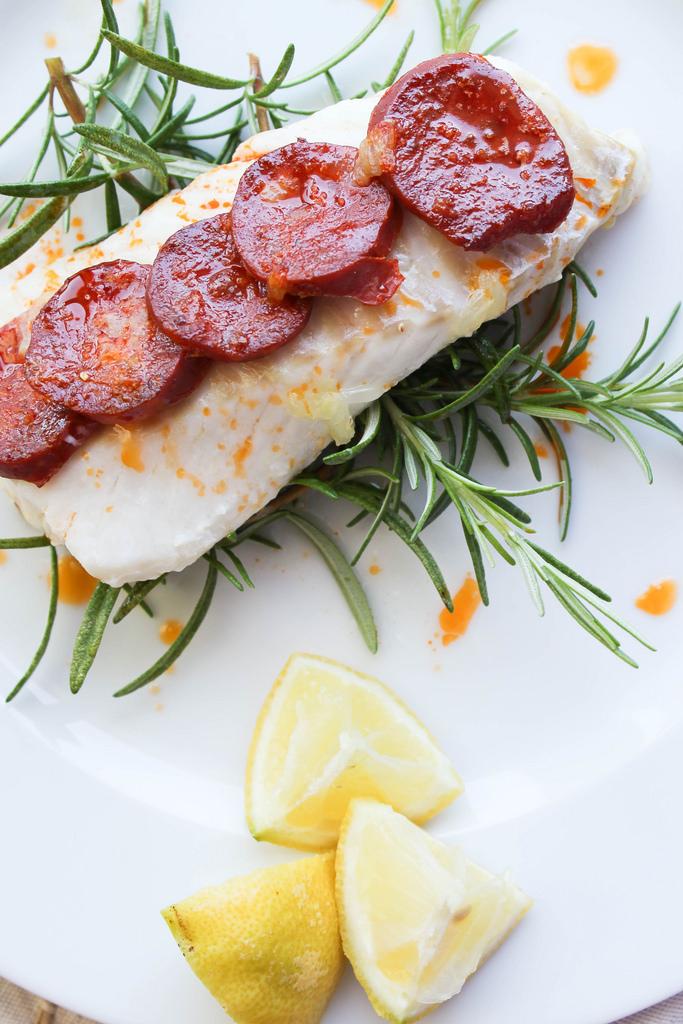 filet de cabillaud au chorizo et au romarin aime mange