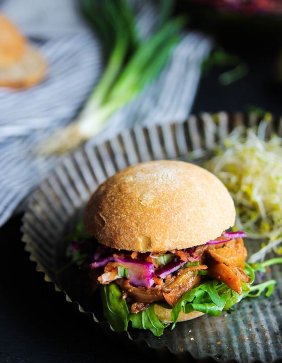 Pulled pork vegan burger