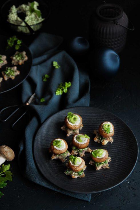 Toast de champignon au beurre d'escargot {Noël vegan}