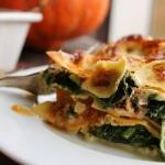 Lasagnes au potimarron, épinards, chèvre, curry et crème végétale