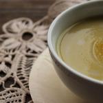 Velouté de christophine au lait de coco et au curry