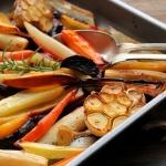 Légumes racines rôtis à l'orange, ail et romarin