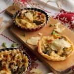 Tartelettes au brocolis et au chou-fleur au cheddar