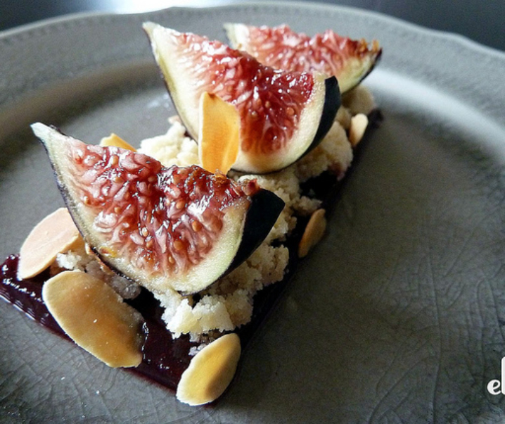 Sollies paars fig, amaretti en gekruide wijn gelei