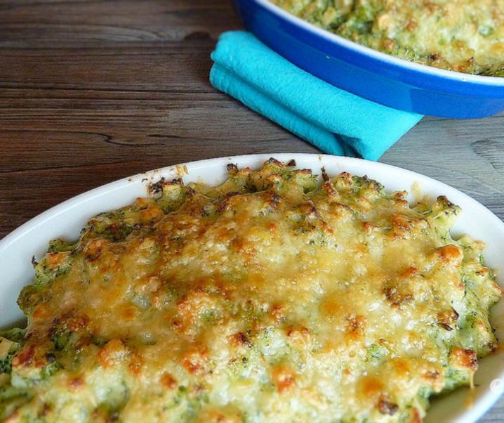 Gratin van crozets de crème van broccoli in de Beaufort