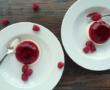 Frozen yaourt aux fraises et à la pêche de vigne