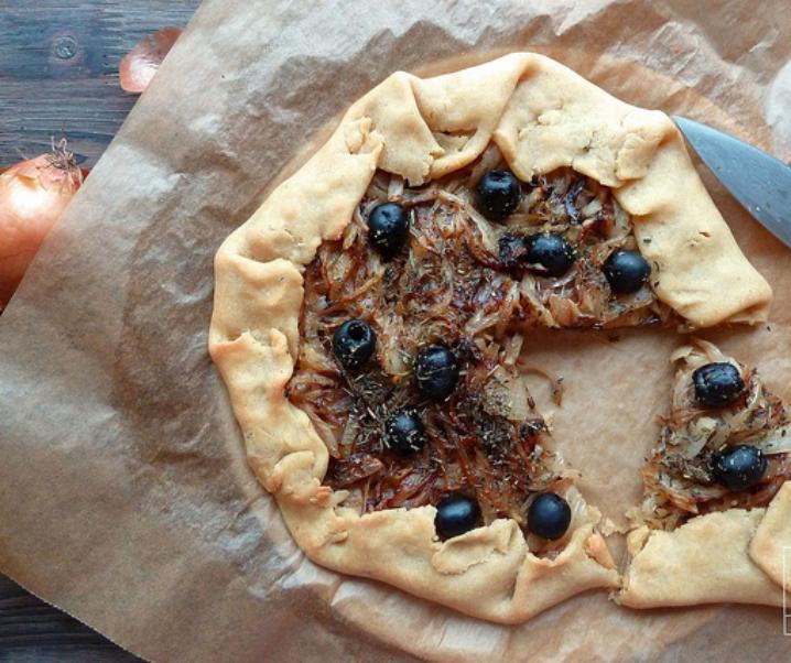 Rustieke taart compote van uien en zwarte olijven uit Nyons {glutenvrij, Vegan}