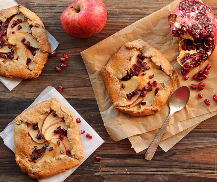 Rustieke taarten met appel en granaatappel {Slag bij voedsel #3}