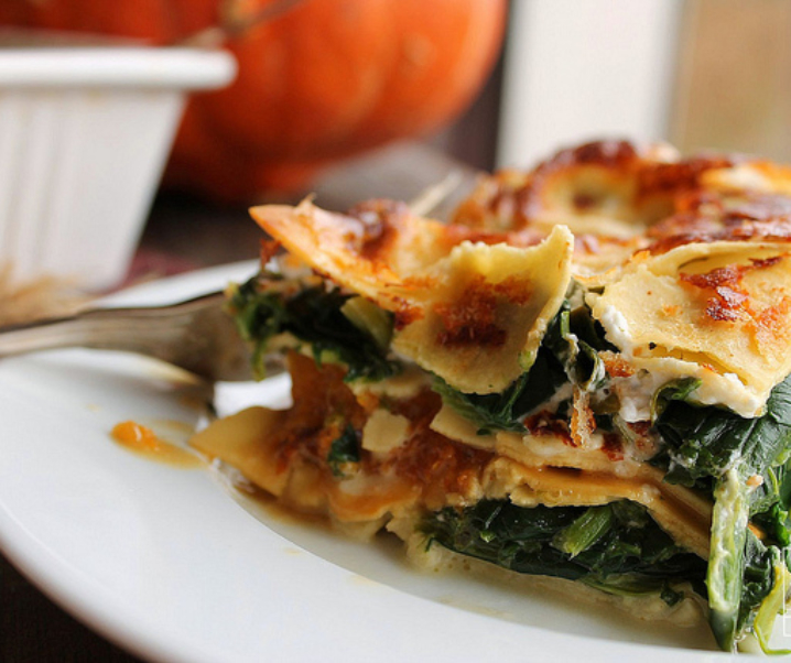Pompoen lasagna, spinazie, geit, curry en plantaardige room