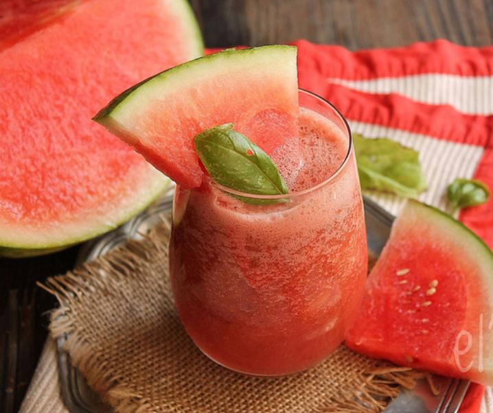 """Watermeloen Smoothie, grapefruit en basilicum """"De verwarrende"""""""