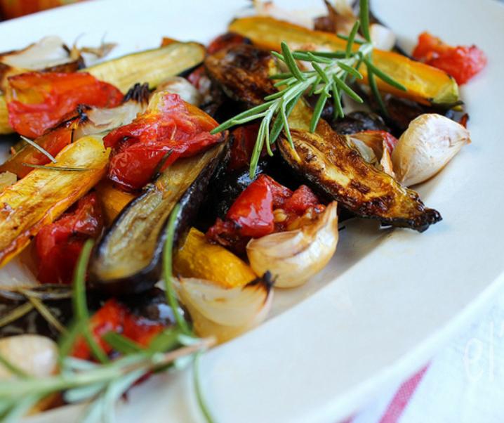 Gegrilde groenten met rozemarijn