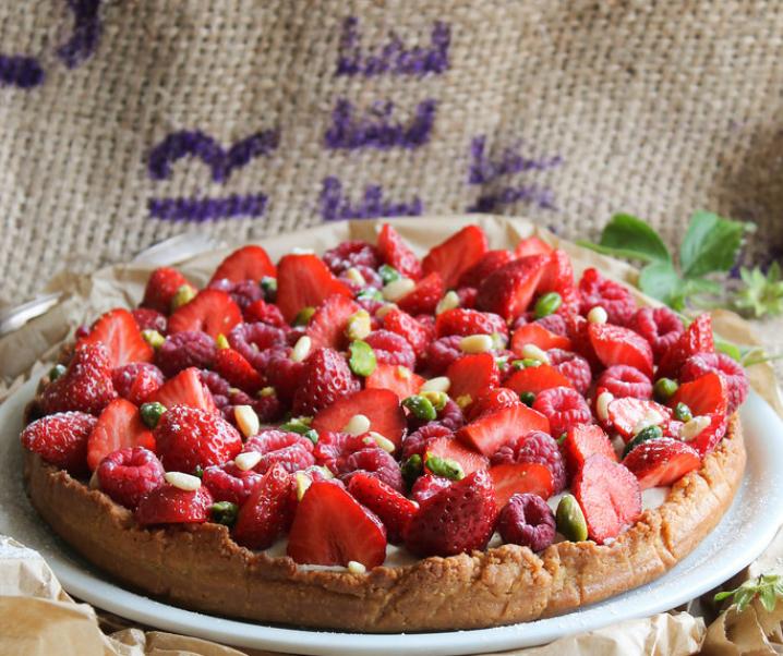 Tart rood fruit en pijnboompitten {Vegan}