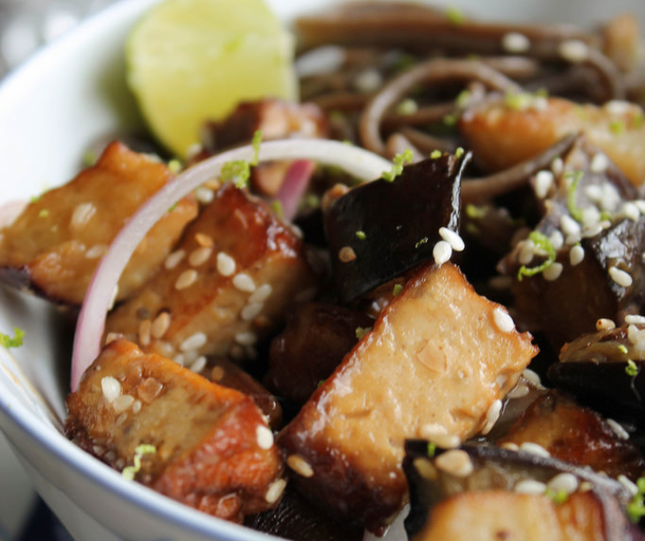 Soba noedels gebakken met aubergine {Vegan}