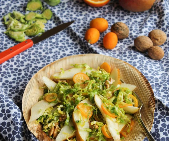 Spruiten salade, peren en kumquats