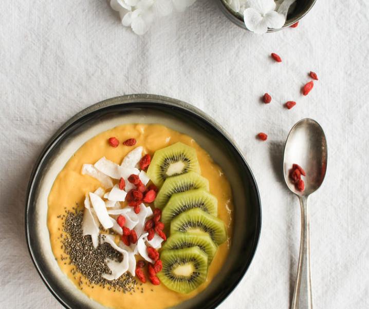 Smoothie bowl mangue et lait de coco {vegan – sans gluten}