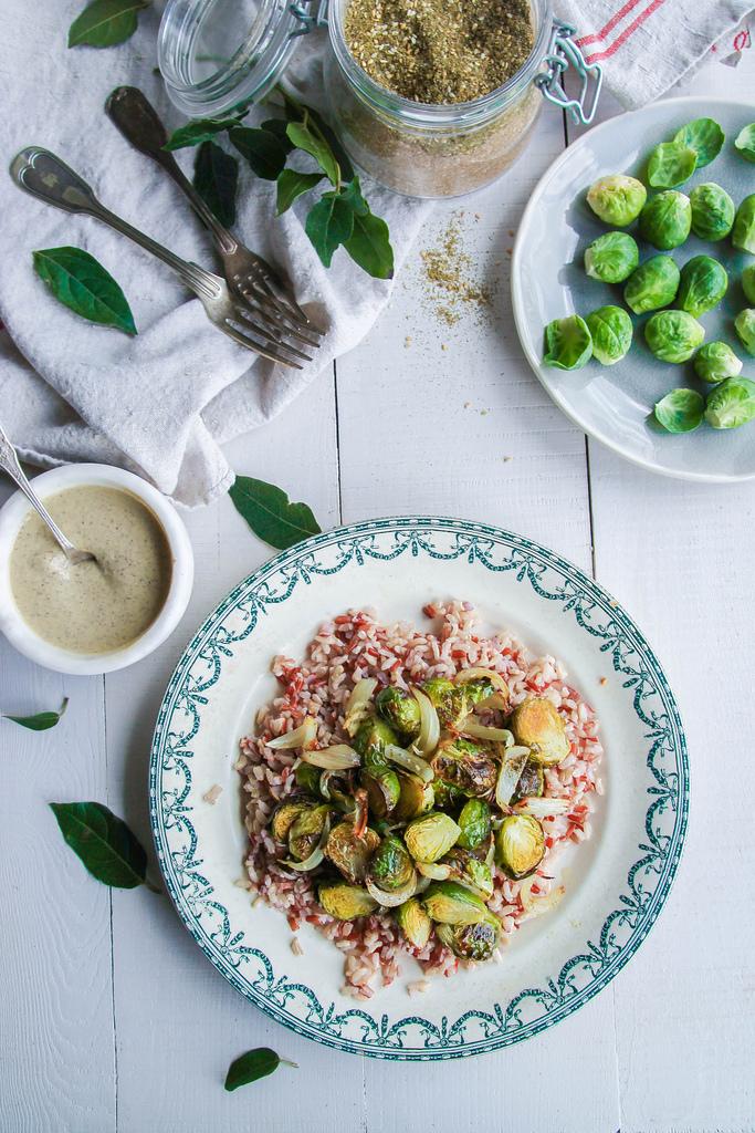 Bruine rijst met spruitjes en linzensaus {Vegan – glutenvrij}