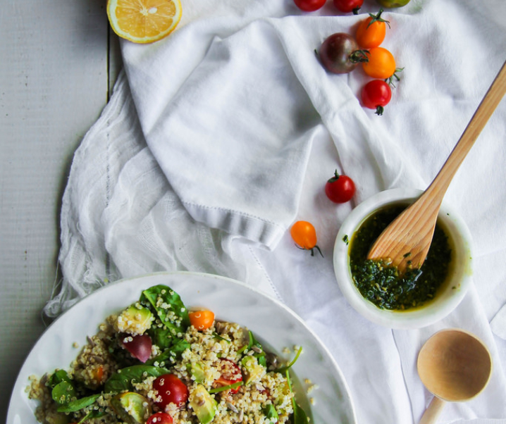 Salade de quinoa et légumes, sauce pesto {Vegan – glutenvrij}