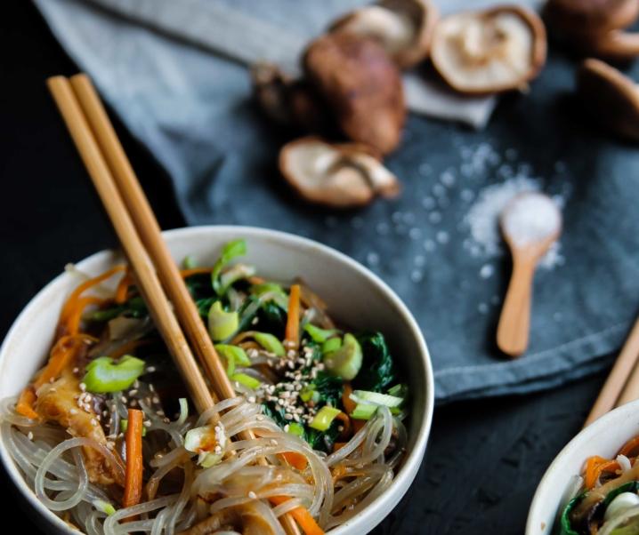 Nouilles sautées aux légumes – Japchae {vegan – sans gluten}