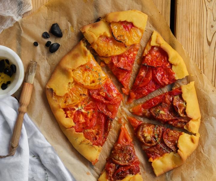 Tarte rustique aux tomates multicolores {vegan – sans gluten}