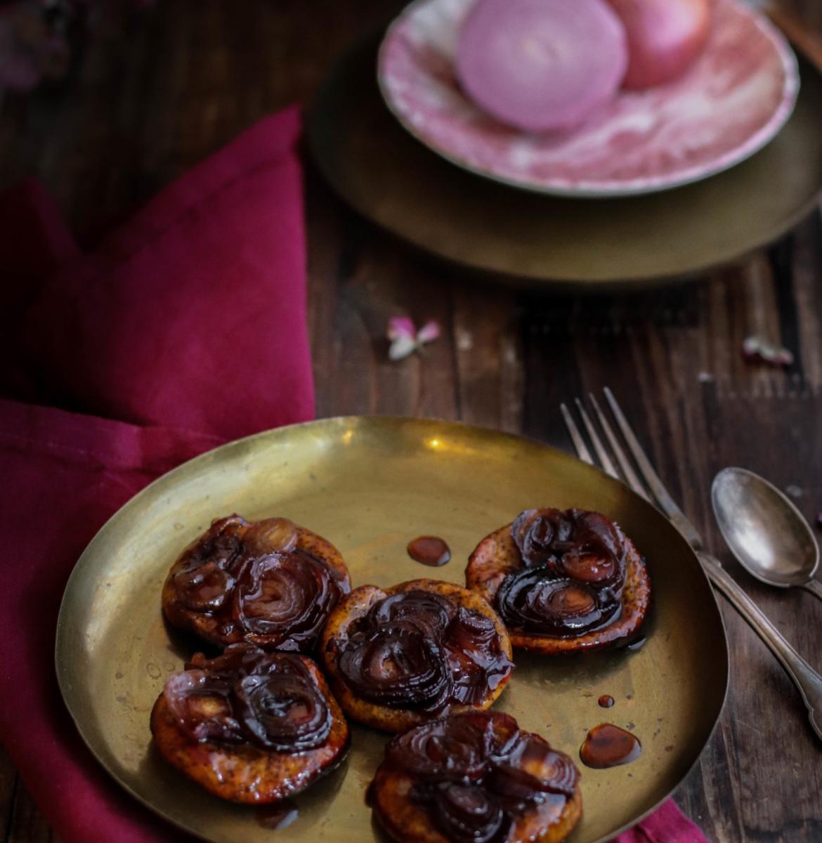 Tatins d'oignons rouges au caramel d'érable {Vegan}